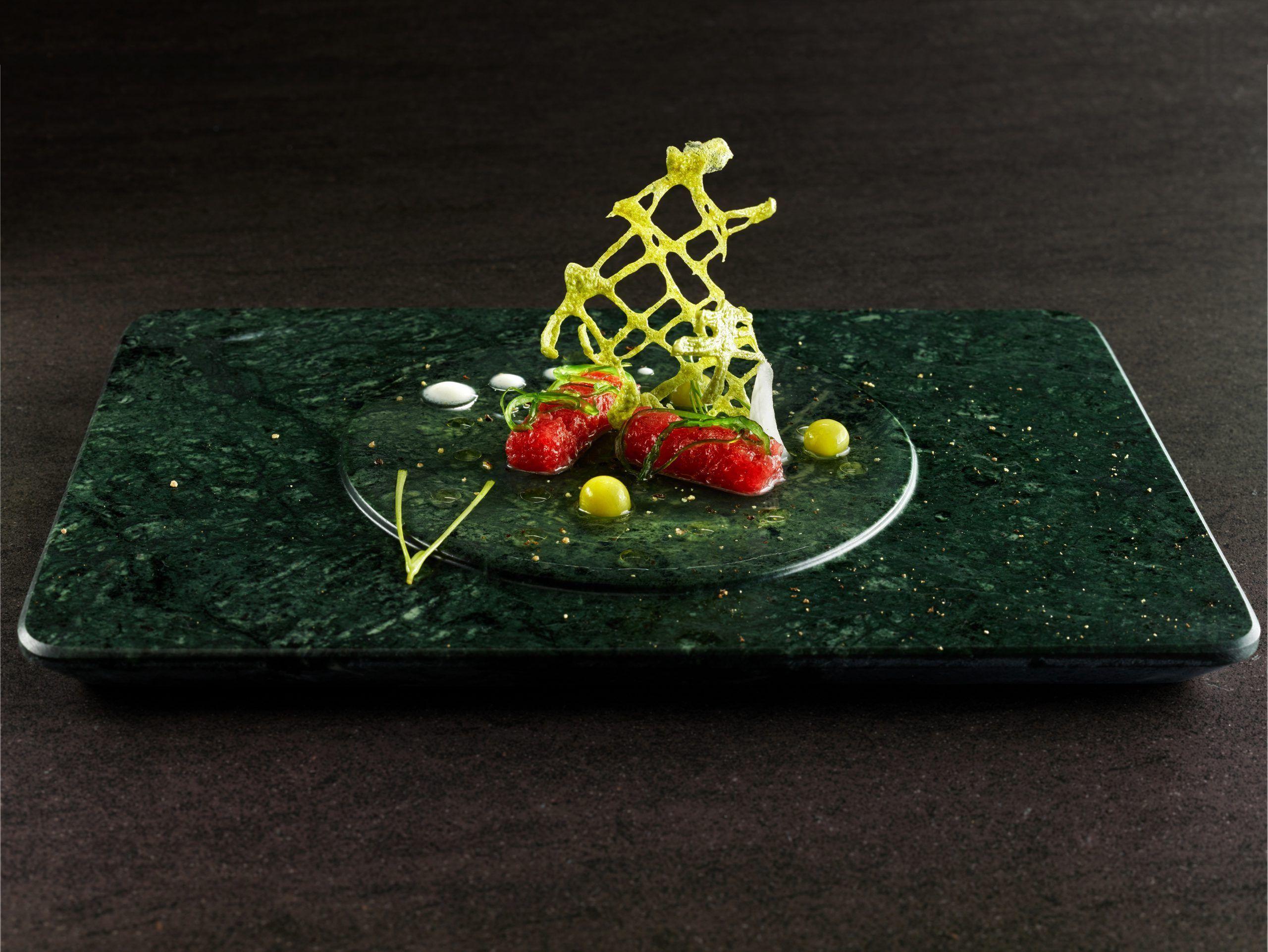 Crujiente de ruibarbo con tartar de atún Balfegó y gel de yuzu1.jpg